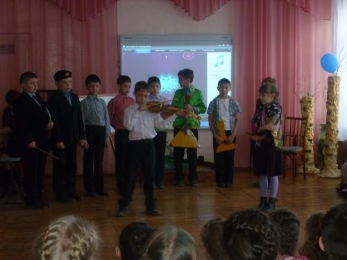 Школьники в гостях у детского сада