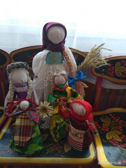 Выставка детского творчества «Разноцветное чудо народной игрушки»