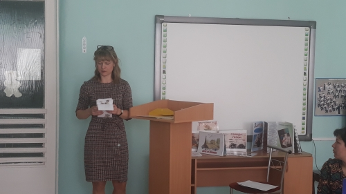 """Выставка пособий для детей """" Раскажем детям о войне"""" среди педагогов."""