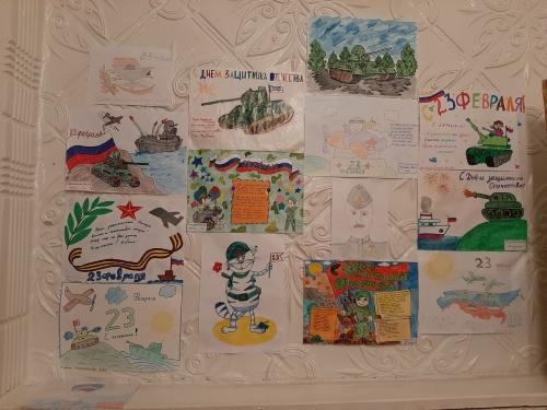 """В честь праздник """"День защитника отечества"""" в нашем саду прошла выставка детских рисунков."""