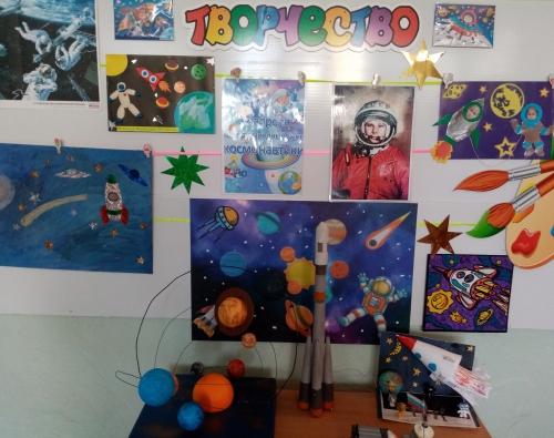 """В детском саду дети и педагоги готовятся к юбилейной дате """"Дня космонавтики"""" 12.04.21"""